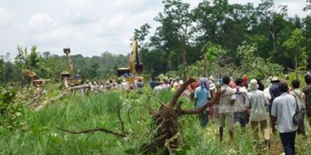 Villagers protest land grab in Cambodia